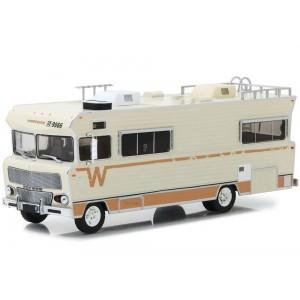 Macheta auto de colectie Walking Dead 1/64 Dale's 1973 Winnebago Chieftain Metalica ZUMGL33100B The Walking Dead Automachete